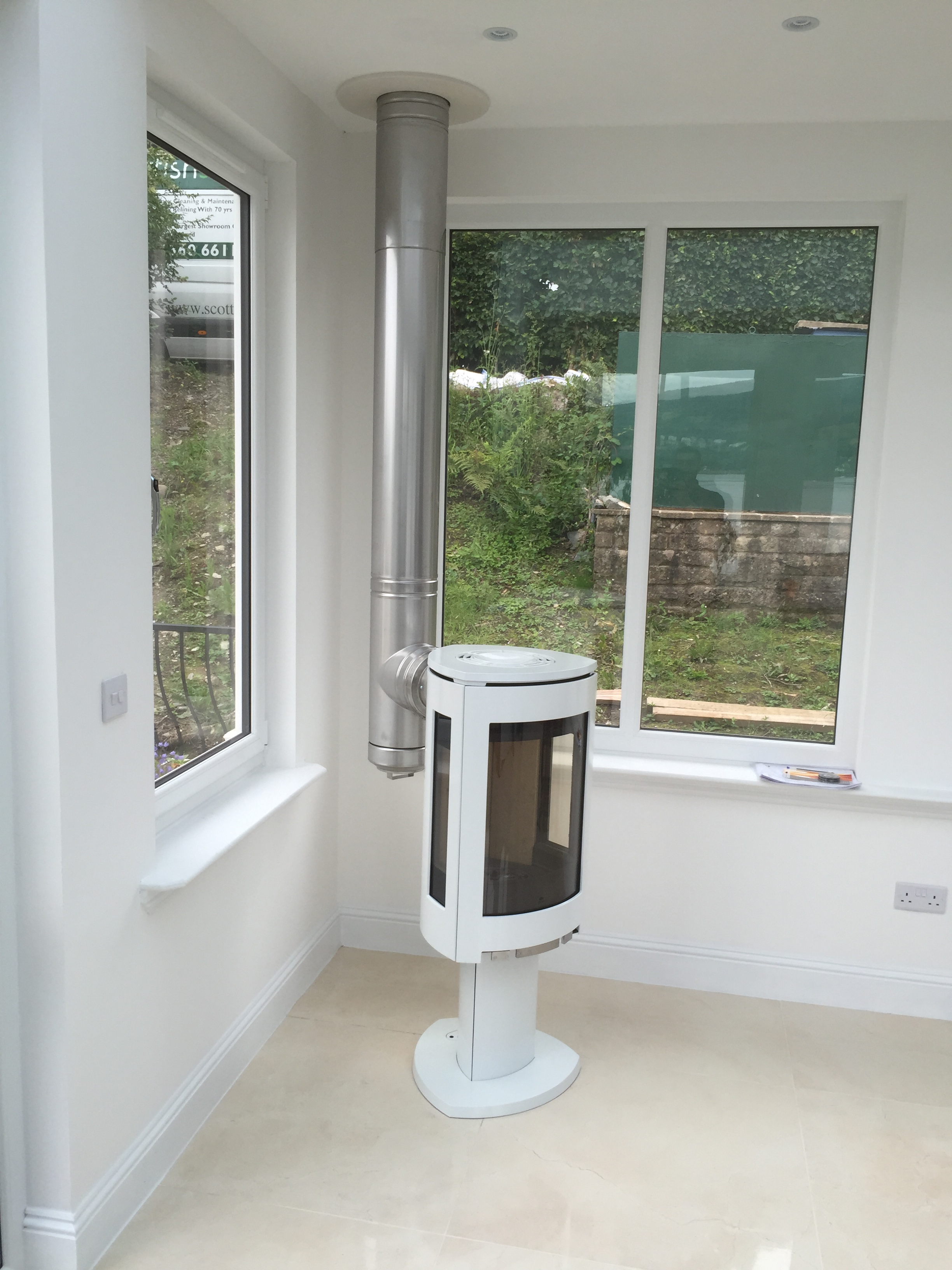 Jotul F373 White & MF Flue (Rear Exit)